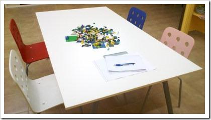 Disposición de sillas en la mesa de entrevistas
